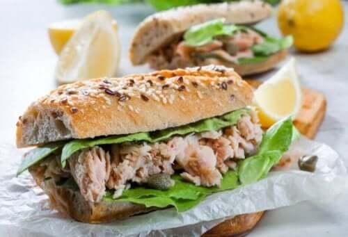Du kan lage mange forskjellige typer deilig tunfiskfyll.
