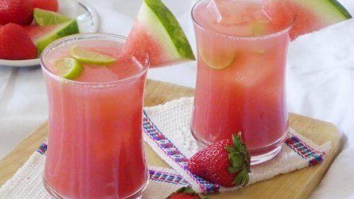 Infusjon med vannmelon og kokosvann
