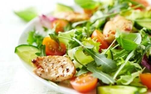 Fire oppskrifter på blandede salater du bør prøve