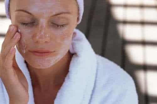 De beste ansiktsmaskene - Fuktighet og eksfoliering