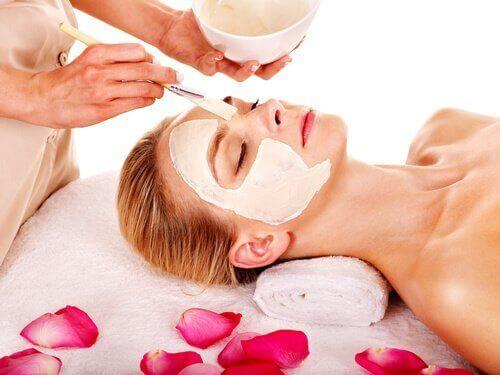 De beste ansiktsmaskene for hydering av huden.