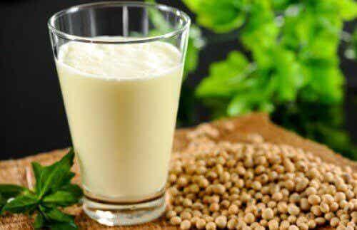 Melk av hamp: Næringsstoffer, fordeler og en oppskrift