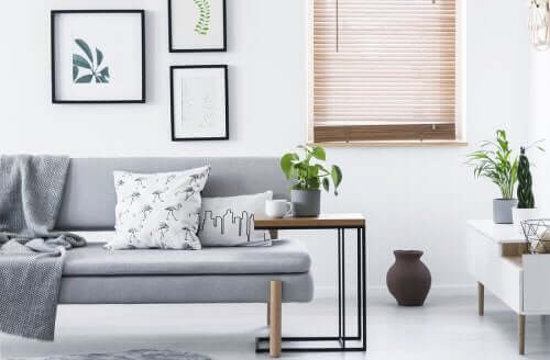 Råd for å forenkle hjemmet ditt med minimalisme