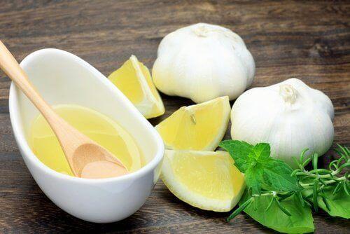 Sitron og hvitløk.