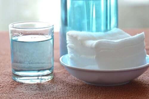 Vask av ovnsbrettene dine.