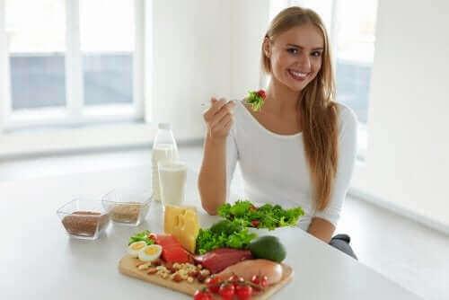 Du kan forebygge håravfall ved å forbedre kostholdet ditt.
