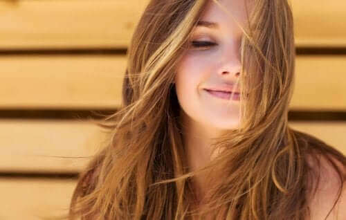 Unngå bruken av hårfønere og andre varme hårtilbehør dersom du vil forebygge hårtap.