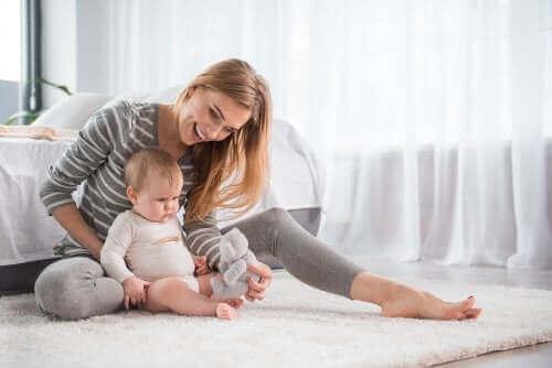 Kvinne med baby.