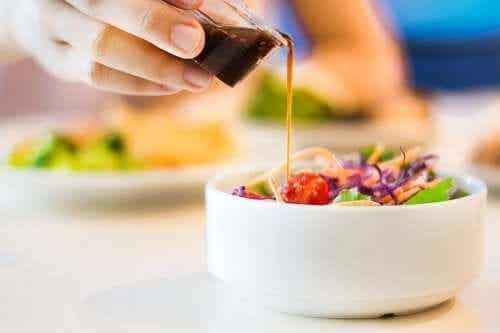 Fem oppskrifter på salatdressing med få kalorier