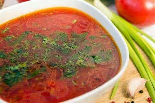 Tre enkle oppskrifter på smakfull hvitløksuppe