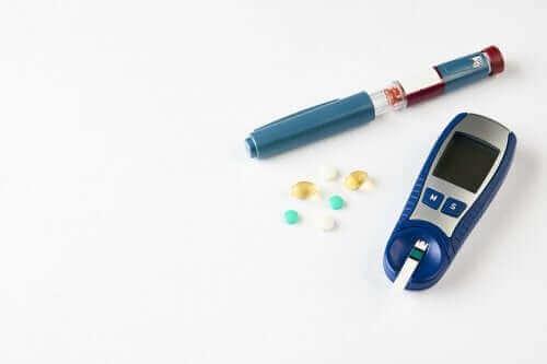 Utstyr for å kontrollere diabetes og overvåke glukose