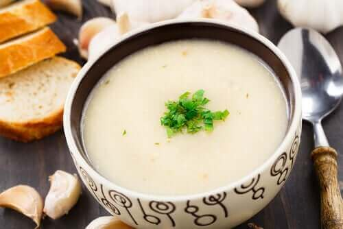Hvitløksuppe