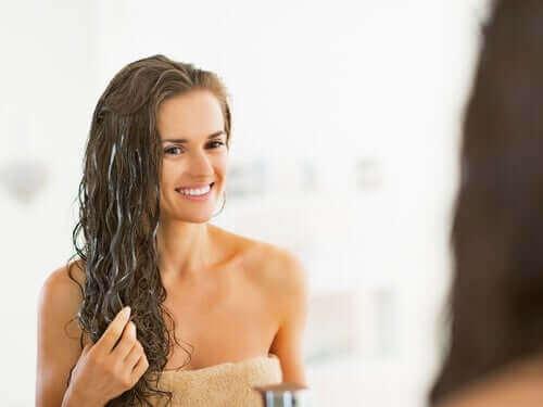 Kvinne med god hårvekst.