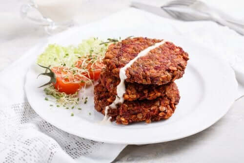 Rød linseburger med sopp