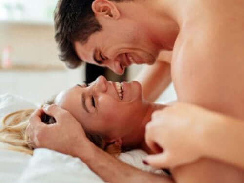 Fem tips for å nyte et tilfredsstillende og trygt sexliv