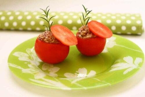 Tomater fylt med tunfisk: Et lett og deilig måltid