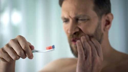Alt du trenger å vite om blødende tannkjøtt