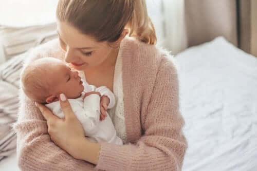 Mor og nyfødt.