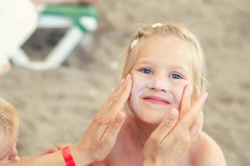 Viktigheten av å ta vare på huden til barna om sommeren