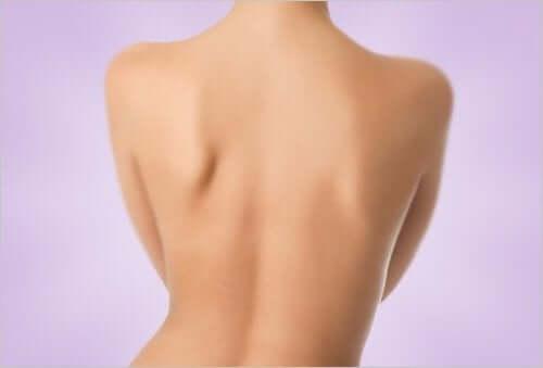 Hvordan bli kvitt kviser på ryggen?