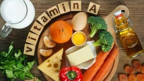 Forskjellig mat som er rik på vitamin A