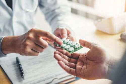 Norfloksacin: bruksområder og bivirkninger