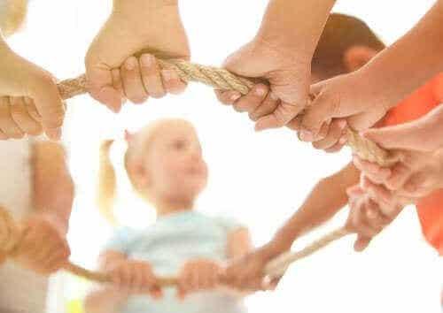 Hvordan oppmuntre til samarbeidslek hos barn?