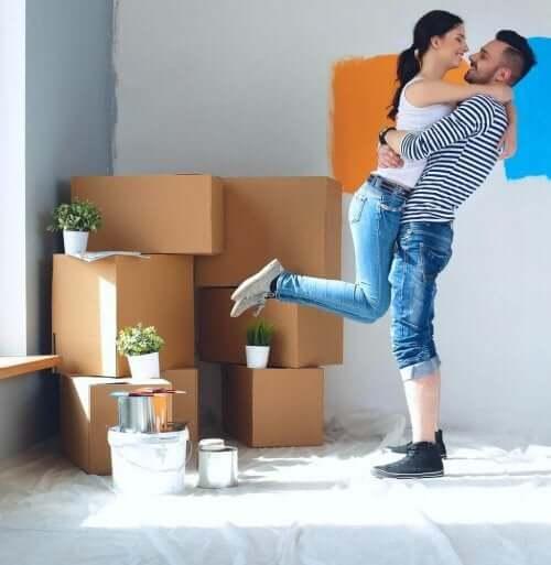 Å flytte inn med kjæresten din uten at dere går fra vettet
