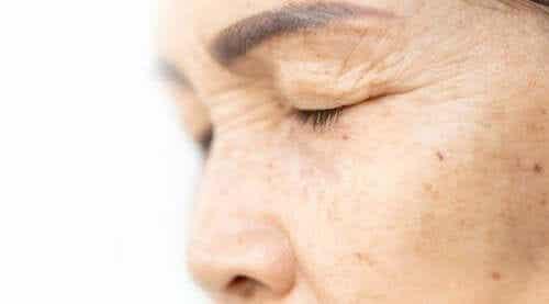 Løft øyelokkene med 4 naturlige ingredienser
