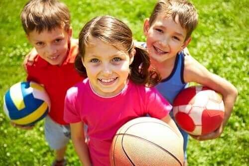 Hvordan oppmuntre til samarbeidslek hos barn