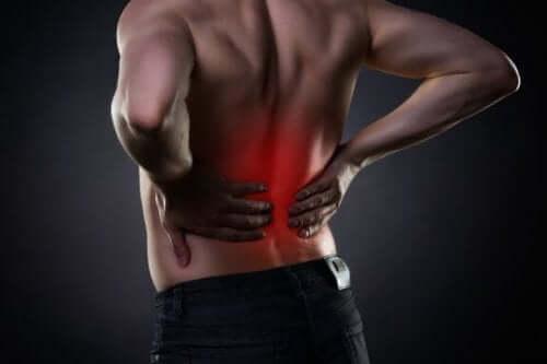 8 vaner for å behandle smerter i korsryggen