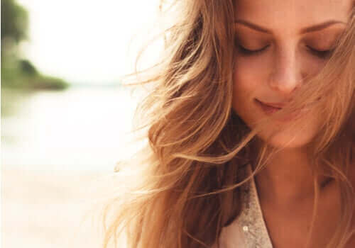 lykkelig kvinne