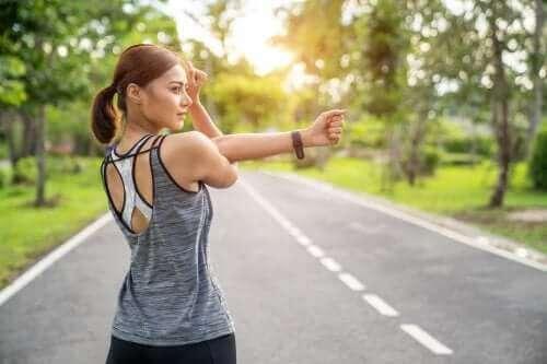 Å tøye ut musklene eller styrke musklene: Hva er best?
