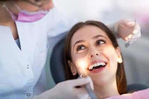 5 vaner som hjelper deg med å ta vare på tannhelsen din