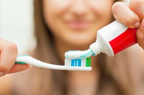 Tannhygiene med kjeveortopedi er litt mer krevende enn vanlig.