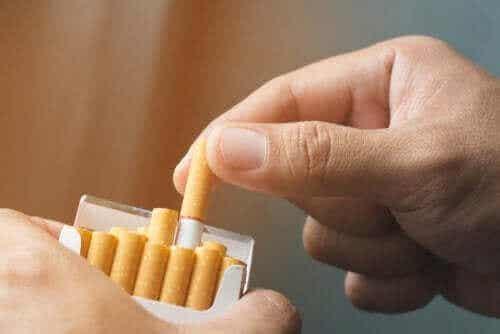 Tre naturlige terapier for å overvinne nikotinavhengighet