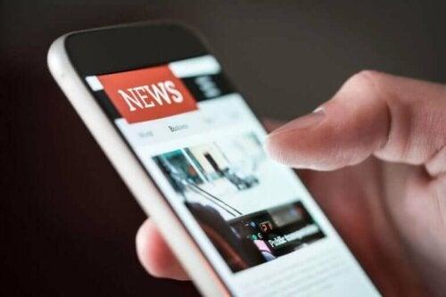 Mobiltelefon med nyheter