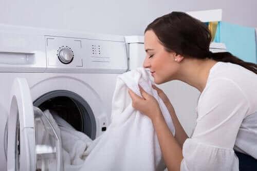 Hvordan bli kvitt muggen lukt fra klær