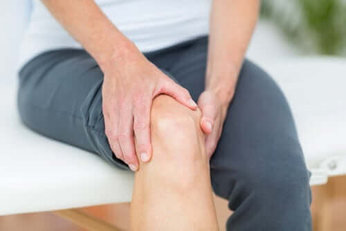 Behandle leddsmerter i kneet.