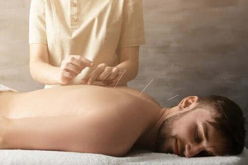 Hvordan hjelper akupunktur for å behandle leddsmerter?
