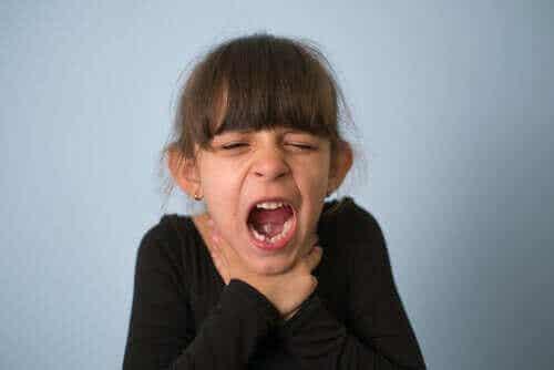 Når barn kveles: Hva bør man gjøre og hvordan unngår man det?