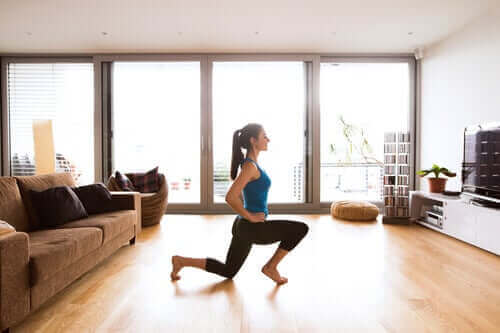 Slik forbedrer du sirkulasjonen i beina mens du er i hjemmeisolering