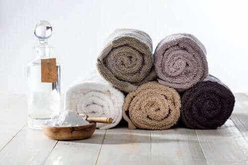 En natronløsning for friskere håndklær