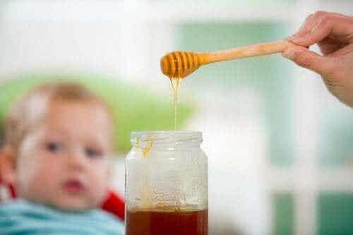 Honning og babyer: En farlig kombinasjon