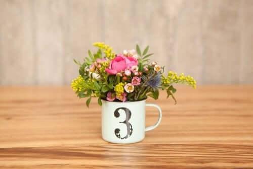 Blomster i en kopp
