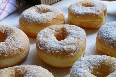 Deilige donuts med fyll av dulce de leche