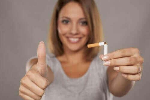 Nikotintyggegummi er en type erstatningsterapi du kan bruke når du vil slutte å røyke.