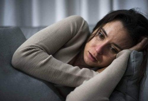 En deprimert kvinne.