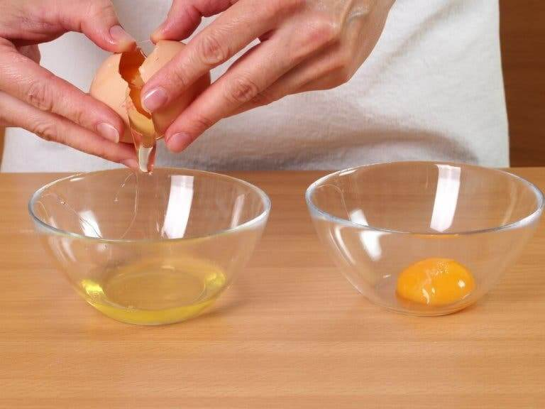 Separer eggeplomme og -hvite