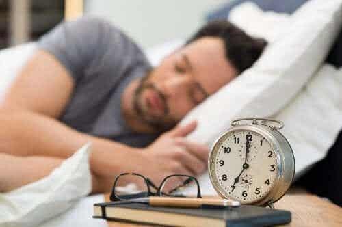Forbedre søvnkvaliteten din med noen sunne vaner ved leggetid